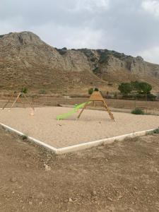 Zona de juegos infantil en Bungalows San Martin