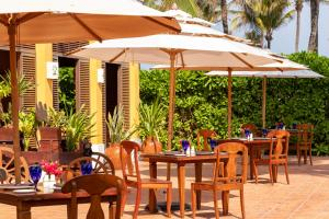 A restaurant or other place to eat at Dreams Tulum Resort & Spa