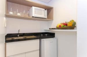 A kitchen or kitchenette at Hotel Adrianópolis All Suites