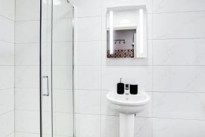 A bathroom at SCA-Stunning Wolverhampton Studio 5