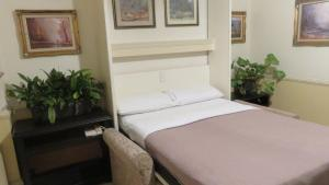 A bed or beds in a room at Charrington Hotel