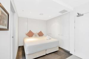 A bed or beds in a room at Circle on Cavill, Apartments and Sub Penthouses - We Accommodate