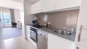 A kitchen or kitchenette at Oaks Glenelg Plaza Pier Suites