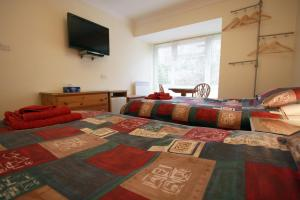 A bed or beds in a room at Abacus Bed and Breakfast, Blackwater, Hampshire