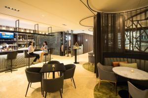 The lounge or bar area at Ibis Styles Ambassador Seoul Gangnam