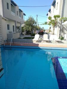 Piscine de l'établissement Nikolas Apartments ou située à proximité