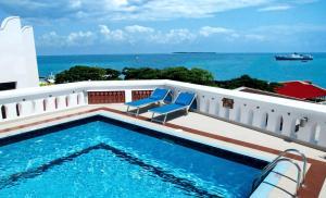 Бассейн в Maru Maru Hotel или поблизости
