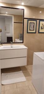 A bathroom at Rudy