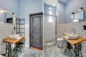 A bathroom at Dom & House - Apartments Monte Cassino City Center