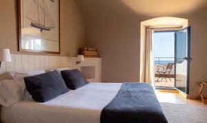 Cama o camas de una habitación en El Far Hotel Restaurant