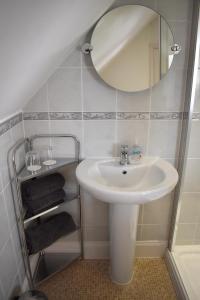 A bathroom at The Meadows B&B