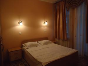 A bed or beds in a room at Rentday Apartments - Kiev