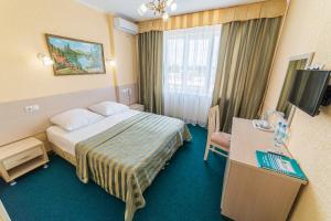 A bed or beds in a room at Lazurniy Bereg All Inclusive