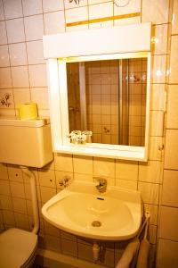Ein Badezimmer in der Unterkunft Gästehaus Rita Schaefer