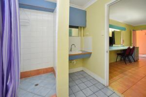 A bathroom at Adobe Motel