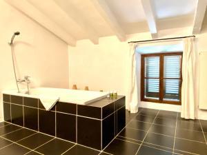 A bathroom at Refugio Son Pons