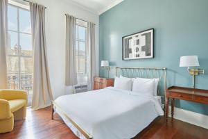 A bed or beds in a room at Sonder - Maison de Ville