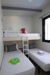 Litera o literas de una habitación en Tamarit Beach Resort