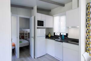 Una cocina o zona de cocina en Tamarit Beach Resort