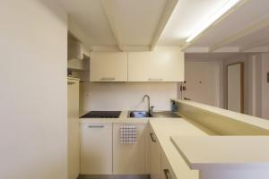 A kitchen or kitchenette at SUEDE PROMENADE Duplex apartment at 1 min from the sea 2 baths