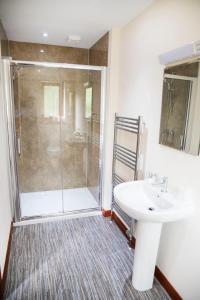 A bathroom at Ardennan House Hotel