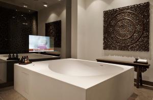 A bathroom at Nimb Hotel