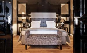 A bed or beds in a room at Nimb Hotel