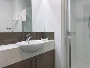 A bathroom at Bundalong Villas