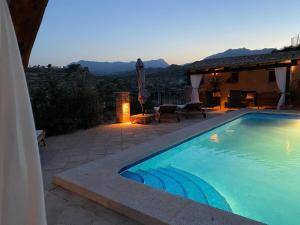 The swimming pool at or near Finca Amadorio