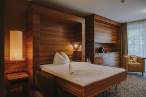 A bed or beds in a room at Hotel Süd art