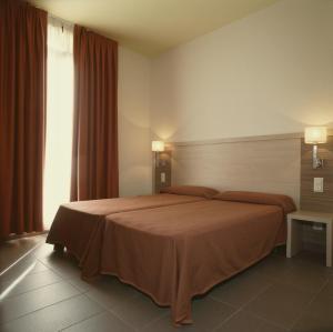 A bed or beds in a room at Residència Erasmus Gracia