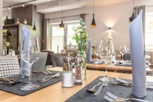 Ein Restaurant oder anderes Speiselokal in der Unterkunft Hotel Almrausch