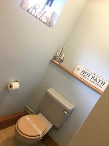 A bathroom at The Stables at Whaplode Manor