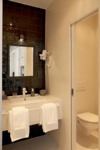 A bathroom at B&B La Maison Haute