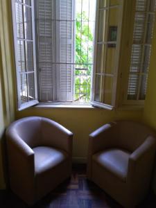 A seating area at Apartamento no Centro de Porto Alegre