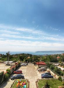 Изглед към басейн в Хотел комплекс Антик или наблизо