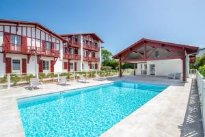 The swimming pool at or close to Résidence Ker Enia Meublés de Tourisme