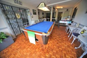 A pool table at Harcourt Hotel