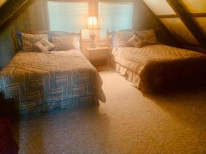 A bed or beds in a room at Pine Mountain Club Chalets