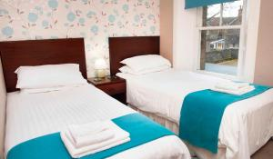 A bed or beds in a room at Craigvrack Hotel & Restaurant