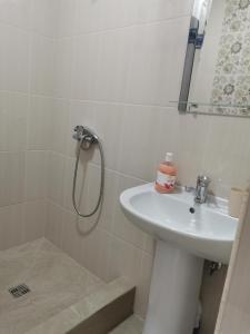 A bathroom at Тихая Гавань в Жемчужном