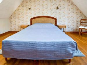 A bed or beds in a room at Quaint Holiday Home in Logonna-Daoulas near Sea