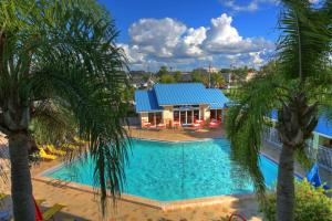 A view of the pool at SureStay Plus by Best Western Orlando International Drive or nearby