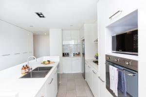 A kitchen or kitchenette at Colour & Swank at The Mill in the Heart of CBD!