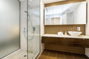 A bathroom at Darwin Waterfront Luxury Suites