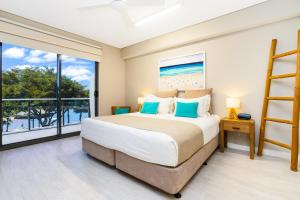 A bed or beds in a room at Darwin Waterfront Luxury Suites