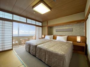 Mikawa Bay Hills Hotel 객실 침대