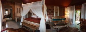 A bed or beds in a room at Sang Giri - Mountain Glamping Camp