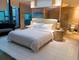 歐遊連鎖精品旅館-屏東館 房間的床
