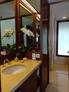 A bathroom at Alila Manggis